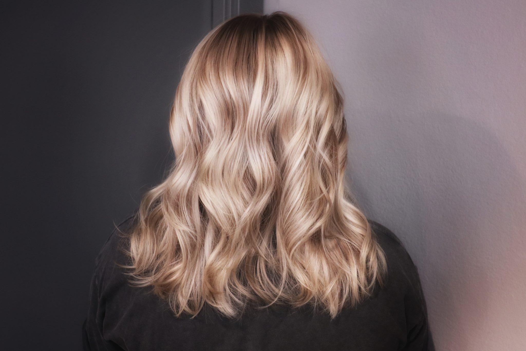 varmt blont hår